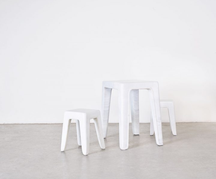 Cai Ban one-piece table and stools